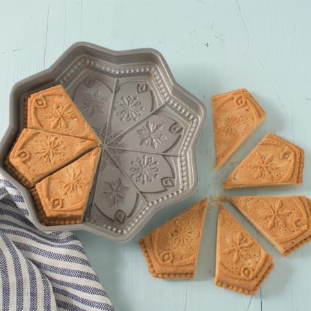 Sweet-Snowflakes-Shortbread-Pan