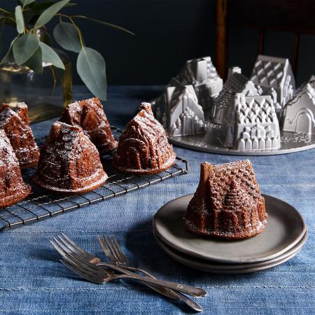 Cozy-Village-Cake-Pan