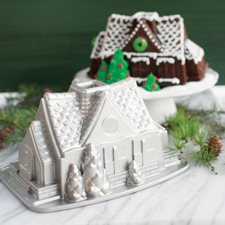 Gingerbread-House-Bundt-Cake-Pan
