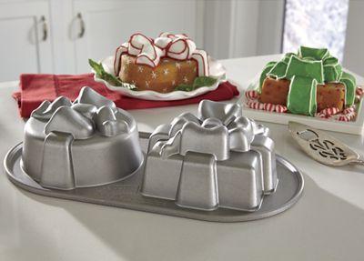 Pretty-Presents-Cake-Pan